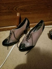 pair of brown leather pointed-toe pumps Sparks, 89441
