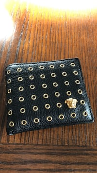 Selling this Versace Wallet