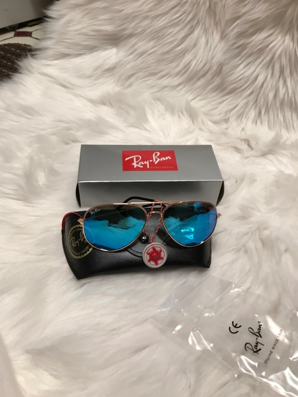 Black ray-ban aviator sunglasses with case