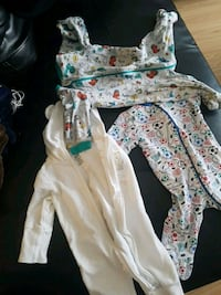 baby's white and blue footie pajama Montréal, H1H 5M4