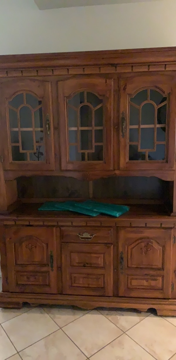 Enjoyable Hutch Buffet Cabinet Plenty Of Storage Negotiable Make Offer Download Free Architecture Designs Scobabritishbridgeorg