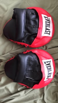 Everlast Boxing Mits Pads Brand New Vancouver, V6B