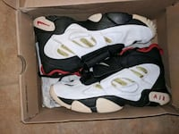 pair of white-and-black Air Jordan shoes Indian Head, 20640