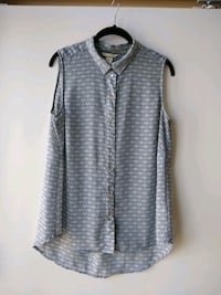 blue and white sleeveless button-up blouse Toronto, M4Y