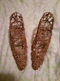 pair of brown beaded shoes Lancaster, 93534