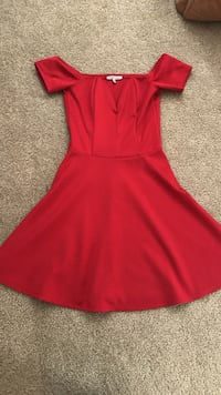 Size M red flare dress