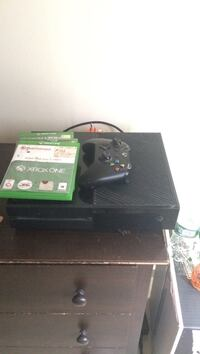 Xbox One console with controller and game case Middletown, 10940
