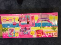 pink Barbie toy set box Chantilly, 20152
