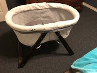 baby's white and black bassinet La Feria, 78559