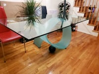Dining room table New York, 10118