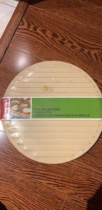 Unopened brand new Crate and Barrel Ceramic Pizza Stone! Toronto, M2N 3G2