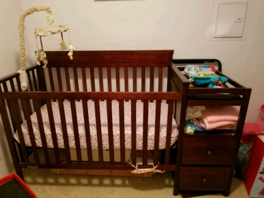 Merveilleux 3 In 1 Crib With Storage Drawers And Racks