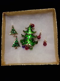 Christmas Brooch with matching 2 sets of pierced earrings 37 mi