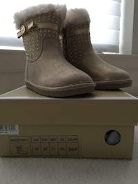 brown and beige sheepskin booties toddler 10 Woodbridge, 22191