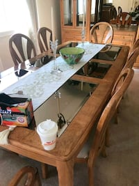 Dining Table with 8 Matching Chairs Danbury