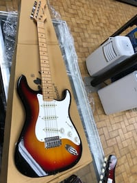 brown and white stratocaster electric guitar Longueuil, J4K 3T6