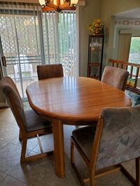 Solid oak kitchen table and chairs!