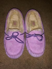 Ugg moccasins size 7 very comfortable Evansville, 47713