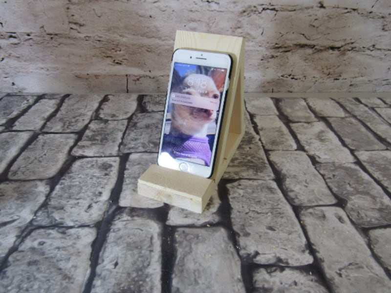 All Natural Wood Cellphone holder new c3c66ead-2c0e-4c9d-b203-35e0a818d51c