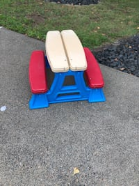 AMERICAN PLASTIC TOY PICNIC TABLE great condition! Barrington, 02806