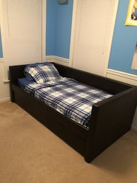 Twin Daybed with lower twin trundle 51 km