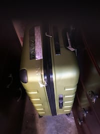 Brand New, Green spinner luggage 792 km