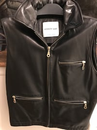 Andrew Marc Leather Vest in Excellent /Like New Condition Valley Stream