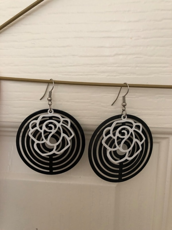 3 pairs of beautiful earrings - white roses, antique patterns and rings 6aca6629-956b-49c6-93fd-2b801e54359f