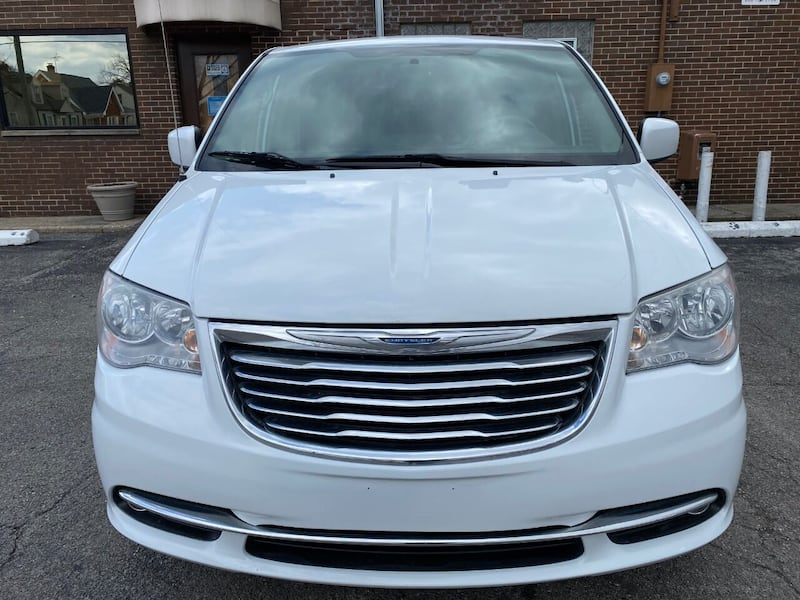 Chrysler-Town and Country-2014 1