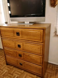 Nice solid wood chest dresser with big drawers in