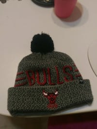 Men's Chicago bulls toque  Red Deer, T4N 5N9