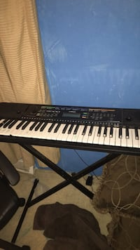 black and white electronic keyboard 35 mi