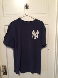 Vintage New York Yankees Tee - Large North Vancouver, V7L 3L1