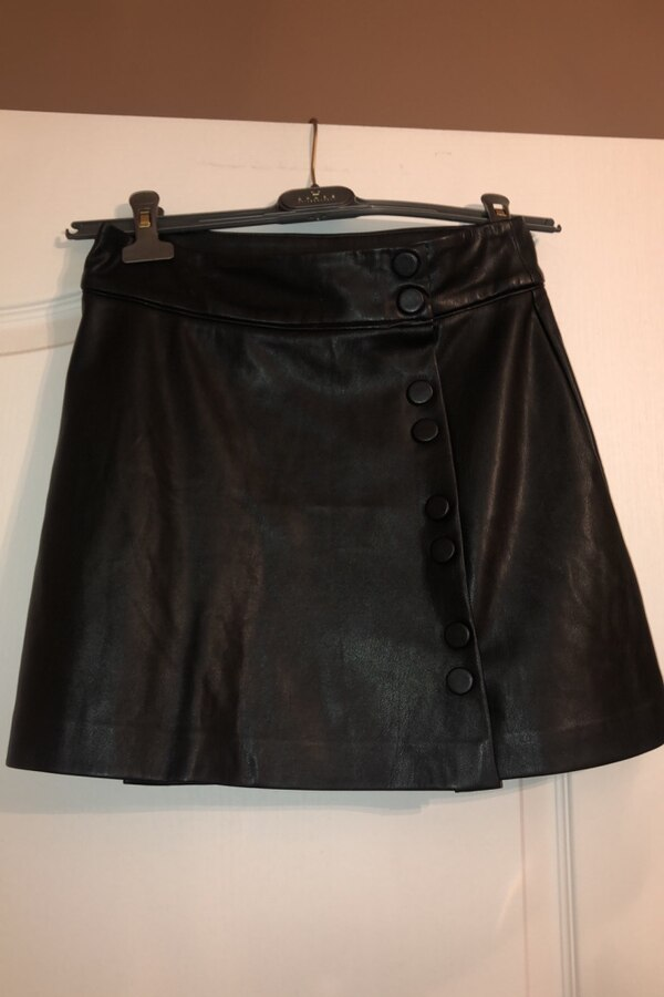 Woman's faux leather skirt with buttons 98d54f8e-483a-4cff-af69-533fa878209d