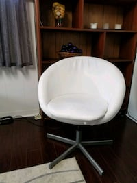 white leather padded rolling chair Markham, L3T 3R7