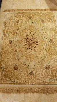 white and brown floral area rug Montréal, H8Y 1H7