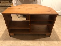 Wood corner TV stand for 40' good condition, minor scratches 54 km