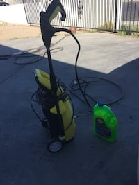 Yellow and black car wash pressure sprayer comes with cleaning liquid with wax North Las Vegas, 89030