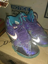 pair of purple-and-green Nike basketball shoes Newberg, 97132