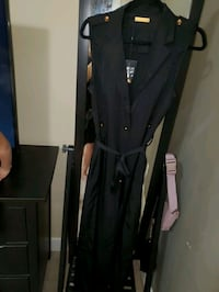 Jluxable sleeveless trench. Med