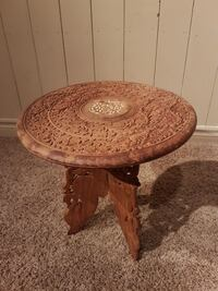 Funky old round carved wooden table  Waterford, N0E 1Y0