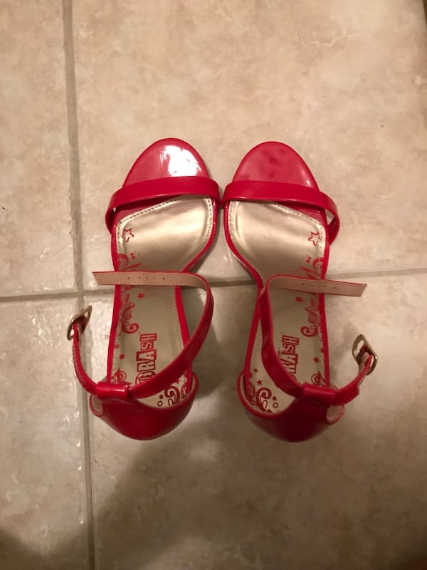 Red high heeled shoes 5ec6c1ff-ccc0-4bac-abab-35e8d9997b7d