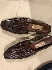 Woman's brown leather shoes Innisfil, L9S