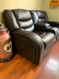 black leather 2-seat sofa  Toronto, M3L 1C1