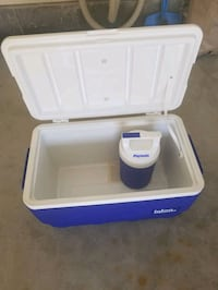 Cooler set with box like new Surrey