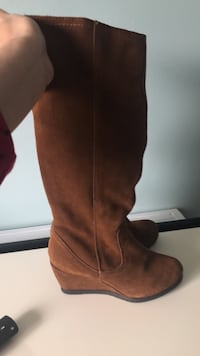 Brown boots size 7 Bay Shore, 11706