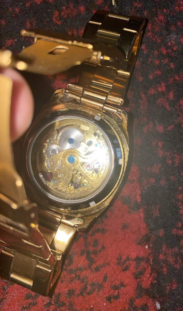 Gold watch  f400c536-e417-4251-a43f-16bb7535a4d5