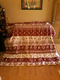 Beautiful brand new red / white queen-size comfort Colton