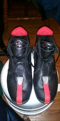 pair of black-and-red Nike basketball shoes Kernersville, 27284