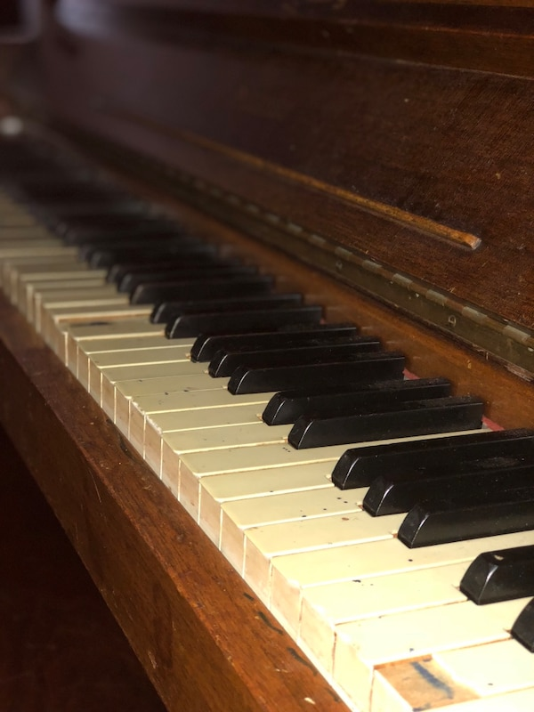 Piano in need of TLC 24cfab46-a586-4c53-99d1-8b6a31522fe3
